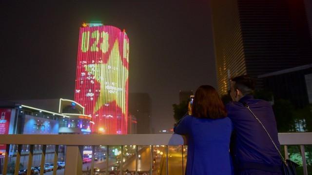 Toà nhà ở đường Láng Hạ được trang trí bằng đèn led dây